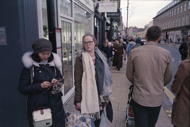 Cambridge, December 2017 Cambridge Street Photography Streetphotography Tetenal Colortec C41 Kit Elmarit 28mm Asph ELMARIT-M 28mm F2.8 Leica M6 Ttl Leica M6 Fuji X-TRA400 35mm Film 35mm Street Lifestyles City Street Real People