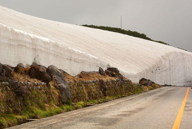 Snow wall in murodo. tateyama kurobe alpine route. japan