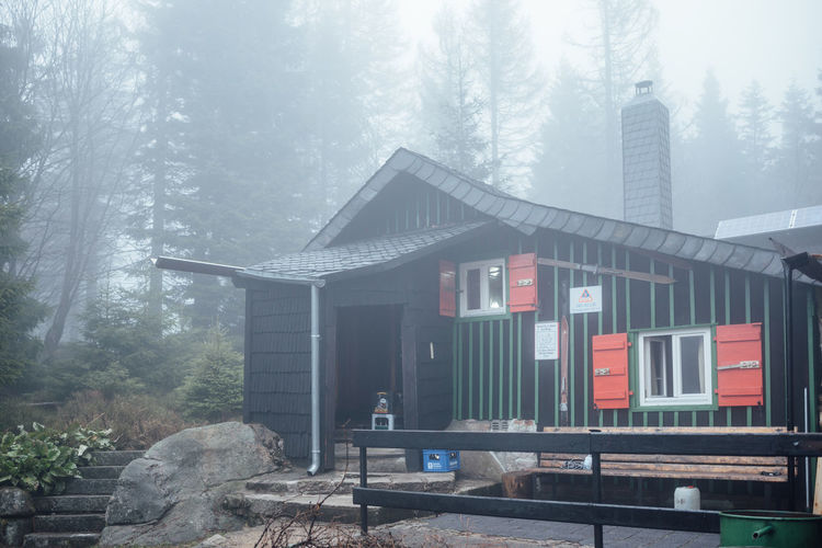 Unsere Wanderhütte EyeEm Nature Lover Architecture Beauty In Nature Building Building Exterior Built Structure Cabin Cold Temperature Day Fog Forest Harz Harzmountains Hood House Hut Land Nature No People Outdoors Plant Tree Window Winter