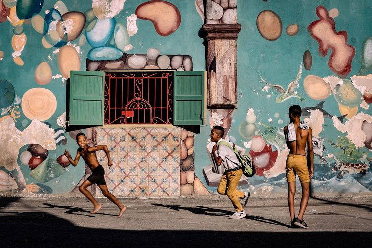 Havana Boys Running Street Street Photography Streetphotography Havanna, Cuba Havana Cuba Cuba Collection Childhood Outdoors EyeEmNewHere This Is Masculinity Stories From The City Inner Power Adventures In The City Focus On The Story The Street Photographer - 2018 EyeEm Awards The Street Photographer - 2018 EyeEm Awards