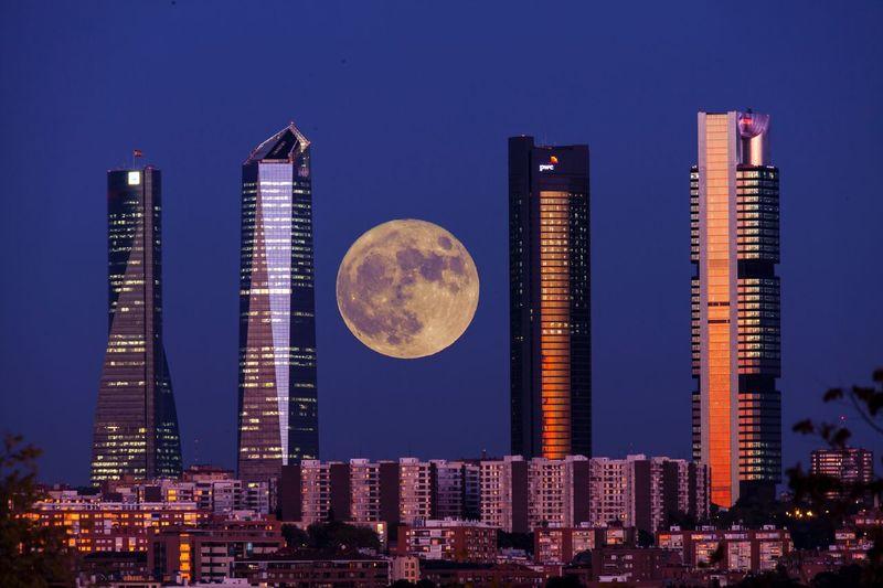 Supermoon Skyline Madrid Architecture Building Exterior Office Building Exterior Night Building Skyscraper Built Structure