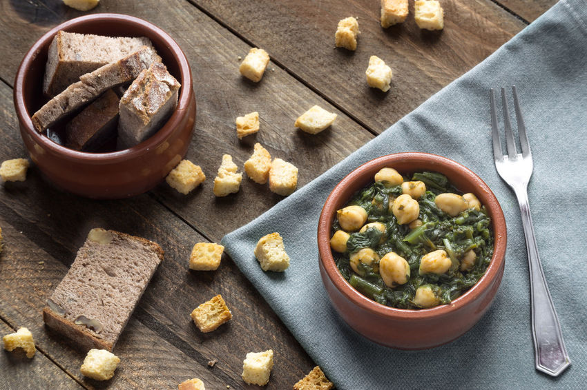 Chickpea stew with spinach on rustic wooden background. Traditional Spanish recipe. Chickpeas Cuisine Dinner Food Meal Mediterranean Food Rustic Seville,spain Spaın Spinach Stew Tapas Tradition Traditional Typical Vegetable
