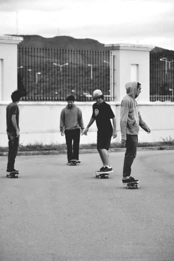 Skate Skateboarding Enlascallessiempre Friends Gozar Check This Out Enjoying Life Relax Time