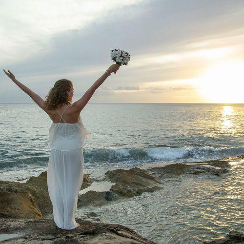 Beautiful beach wedding in Hawaii Wedding Hawaii Bride Ocean Ocean View Beach Beachwedding Bouquet Enjoying Life