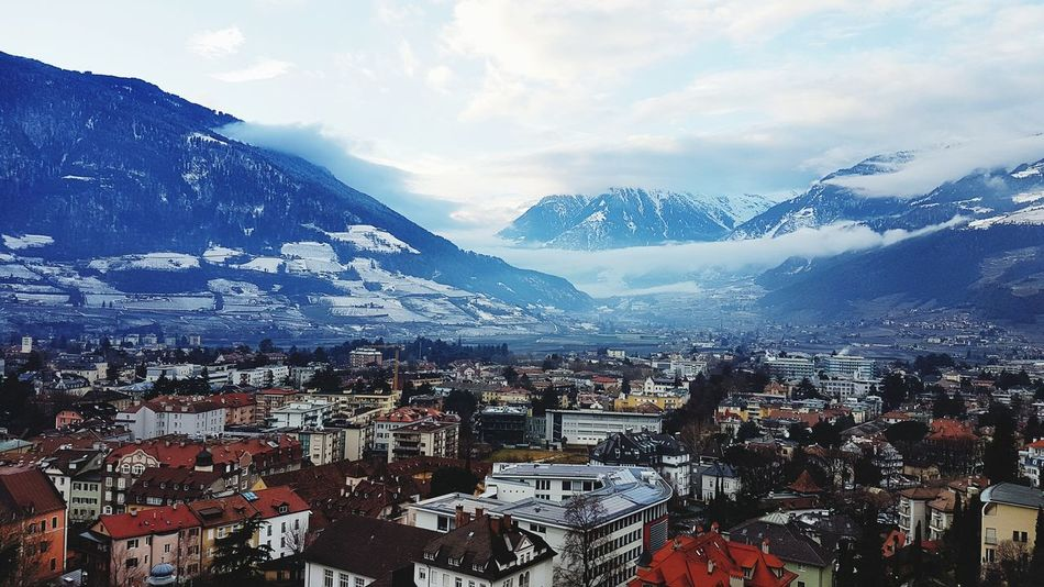 City Berge Südtirol Stadt Italy🇮🇹 Italia Italien EyeEm Selects Mountain Tree Snow Snowcapped Mountain Sky Mountain Range Landscape Snowcapped Weather Foggy Winter Season  Cold Cold Temperature Weather Condition