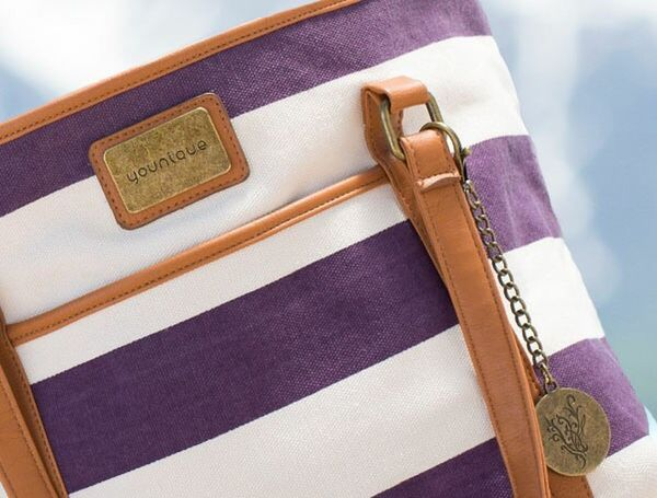 Loving this bag 😍😍 Handbags Bag Beachbag Beach Life Younique Makeup Younique Products