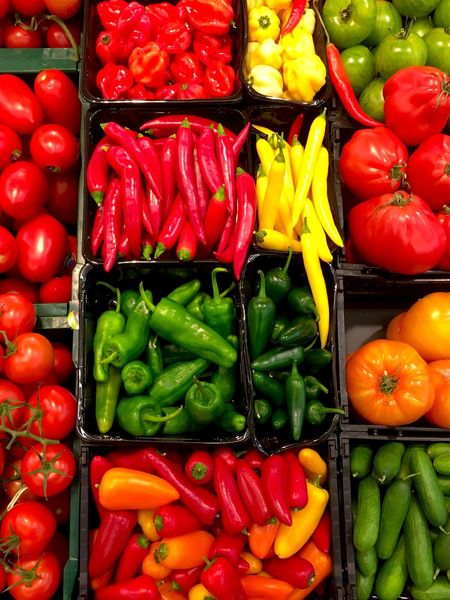 Vegetable Abundance Large Group Of Objects Freshness Bell Pepper Red Bell Pepper Variation Food And Drink Pepper - Vegetable Healthy Eating Food Market Full Frame Red High Angle View No People Backgrounds Green Color Retail  Multi Colored