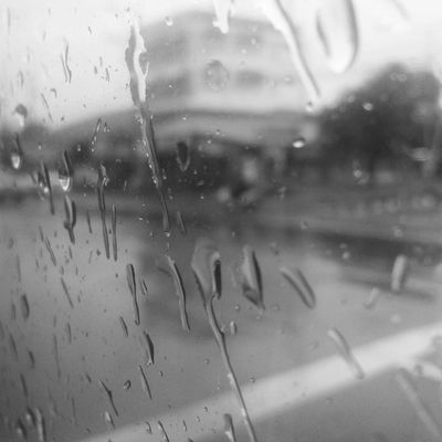 แต่ฝนนั้นทำให้ใจฉันเศร้า และฉันเหงาเหลือเกิน เศร้ามากวันจันทร์อีกแล้ว -_-