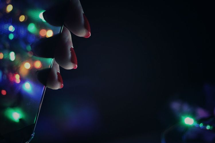 Socializing Social Issues Phone Technology Light And Shadow Light Human Body Part Finger Nails Party - Social Event Christmas Close-up
