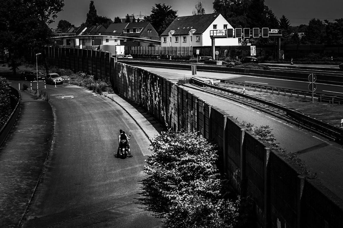 Urban Romantix / with my DSLR ... 50 mm Streetphotography Monochrome Streetphoto_bw Black And White