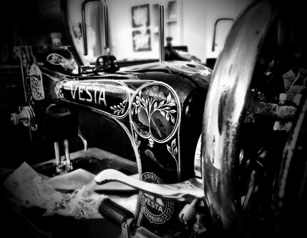 No People Indoors  Close-up Sewing Machine Antique Shotoniphone7 IPhoneography Blackandwhite Black And White Black & White Blackandwhite Photography Black And White Photography Black&white Close Up Old Machines Vintage Vesta
