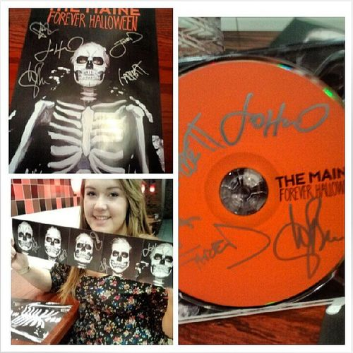 I just met the Maine!!!! I talked to John & Jared about pokemon & talked to pat about gummy bears: D Ahh Iscreamed Themaine