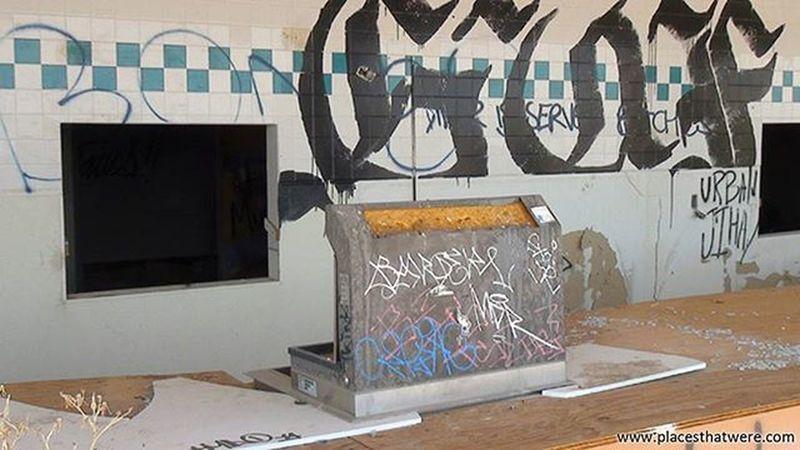 Cha-ching! Abandoned California Urbanexploration Urbex Abandonedplaces Lakedolores Picoftheday Newberrysprings Abandonedcalifornia Abandonedamerica Rockahoola Photography Amazingplaces Waterpark Mojave MojaveDesert Abandonedbuilding