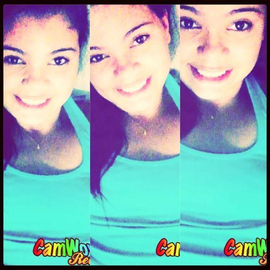 - siga em frente sempre com o sorriso estampado no rosto (...)'. Smile Girl