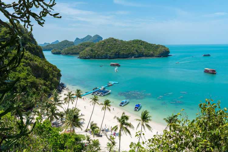 Angthong national marine park, koh Samui, Suratthani, Thailand Angthong National Marine Park Beach Beauty In Nature Boat Day Green Color High Angle View Ko Samui Koh Samui Landmark Landscape Mountain Nature Paradise Plam Trees Sand Scenics Sea Sky Thailand Tranquil Scene Tranquility Tropical Turquoise Water Water