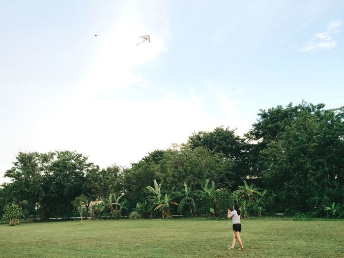 IPhoneography VSCO EyeEm Gallery My Point Of View September 2016 Playing Kite Evening Kite Field Women Minimalism Leisure Activity Leisure Time Weekend Activities Happy Enjoying Life EyeEm Best Edits Simple Life Fun Relaxing Weekend Holidays Live For The Story