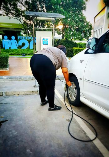 fat women are filling tires Tire Inflator Tire Tire Track Tired Lady Photography Car Mini Cooper Background Wallpaper Texture Cars Technician Gas Station Lifestyles Life Travel Transportation Strong Banner Cleaning Equipment Spraying Car Wash Cleaning Men Washing Working Occupation Cleaner Car
