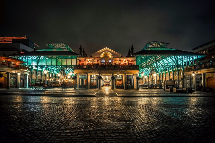 Covent Garden Night Illuminated Outdoors Architecture Nightlife Sky Built Structure Building Exterior EyeEmNewHere
