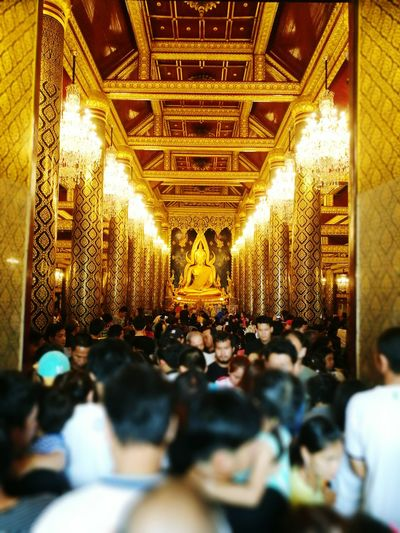 ความศรัทรา Large Group Of People Indoors  Crowd Gold Colored People Place Of Worship Adults Only Auditorium Adult Day
