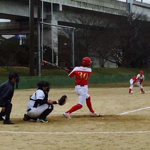 昨日は…寒い中…今年最後の 野球 でした!最後の最後に私も代打で登場!来年からは…自分の野球より子供の野球がメインかな?父ちゃん頑張るぜ! Baseball
