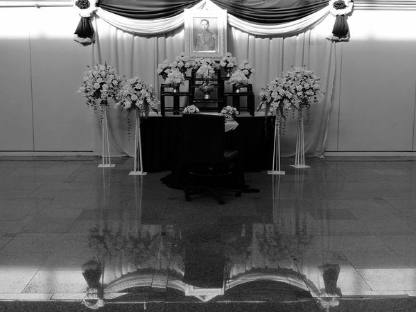 In Bangkok airportKing Of Thailand Thailand Travel No People Indoors  Day Black And White Huawei P9 Leica Light