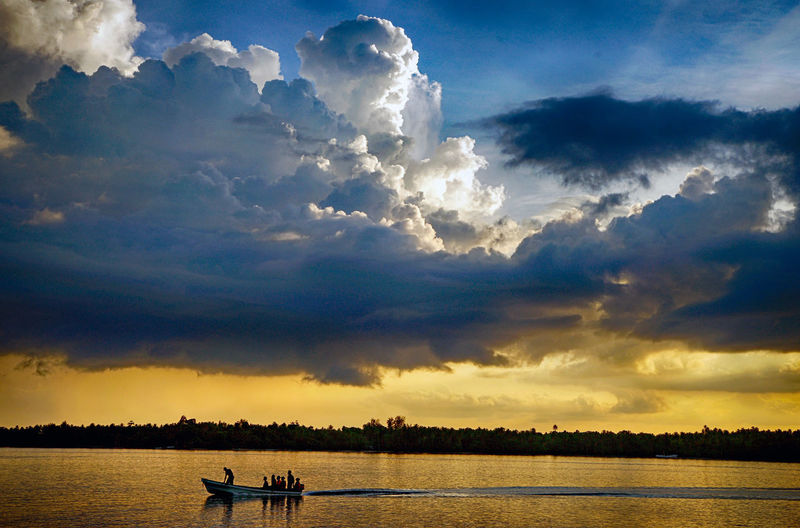 Cloud - Sky Sky Water Beauty In Nature Scenics - Nature Nautical Vessel Sunset Tranquility Transportation Tranquil Scene Waterfront Nature Lake Mode Of Transportation Silhouette Non-urban Scene Idyllic Sunlight Outdoors