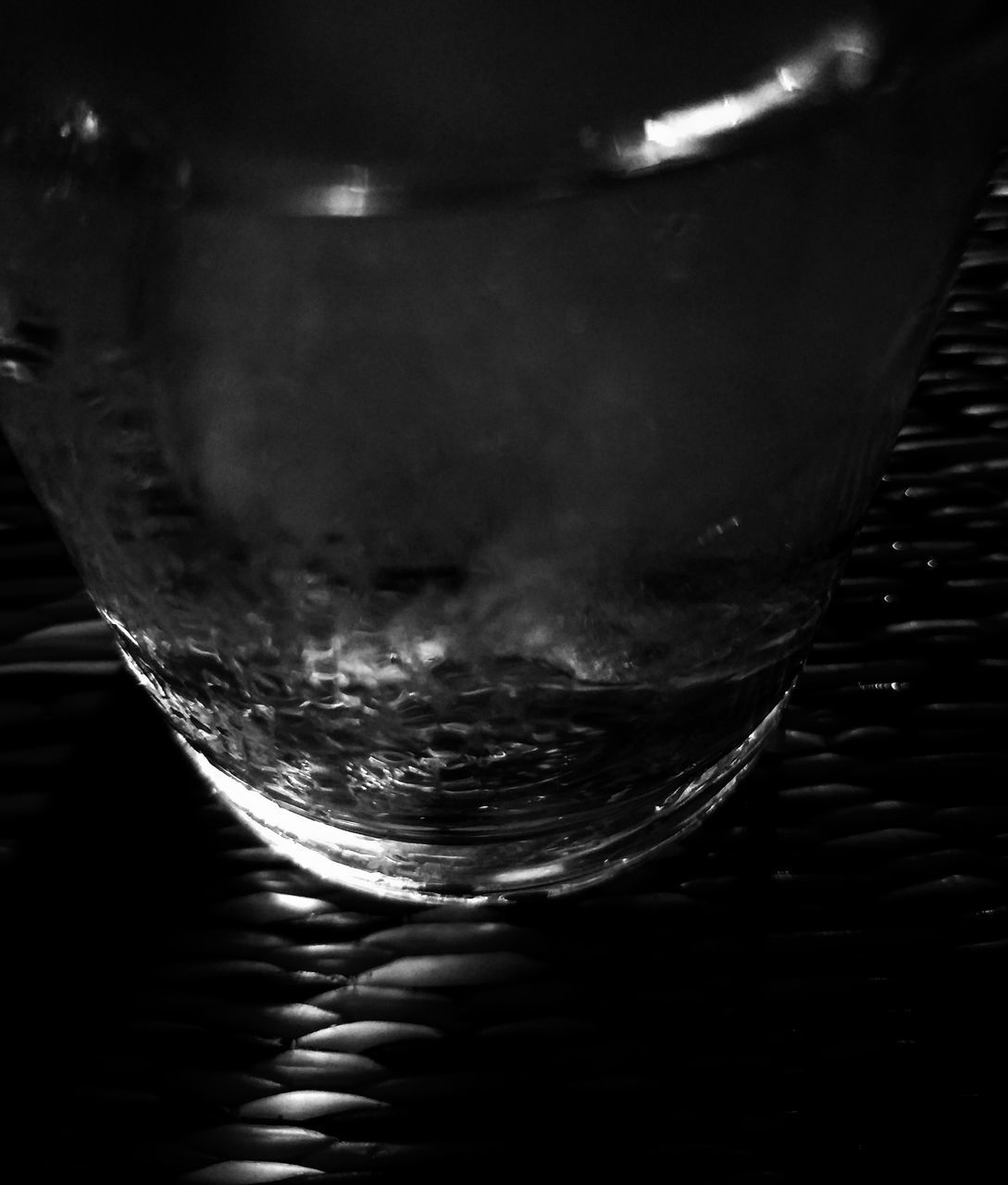 CLOSE-UP OF GLASS OF WATER