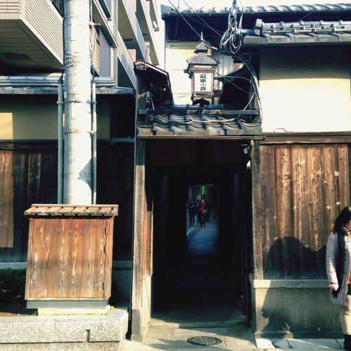 まりにも両親を連れ回しすぎたので今回は断念しましたが京都で一番綺麗な通りと呼ばれる通りです!私のお気に入りの場所で、春に行くのがオススメです🌸 石畳小路 Kyoto Japan 八坂 Enjoy