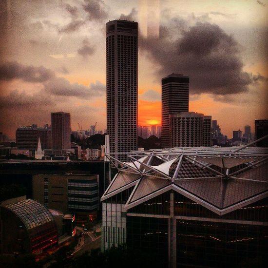 Sunset Singaporeslinging
