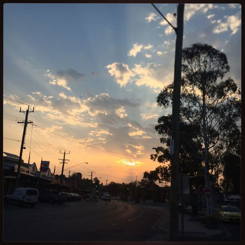 Just another collection of Sunset pics 🌤☀️🌤☀️🌤 #mooroolbark #mooroolbarkstation #sunset #clouds #pretty #readyforthenight ☀️🌤☀️🌤☀️