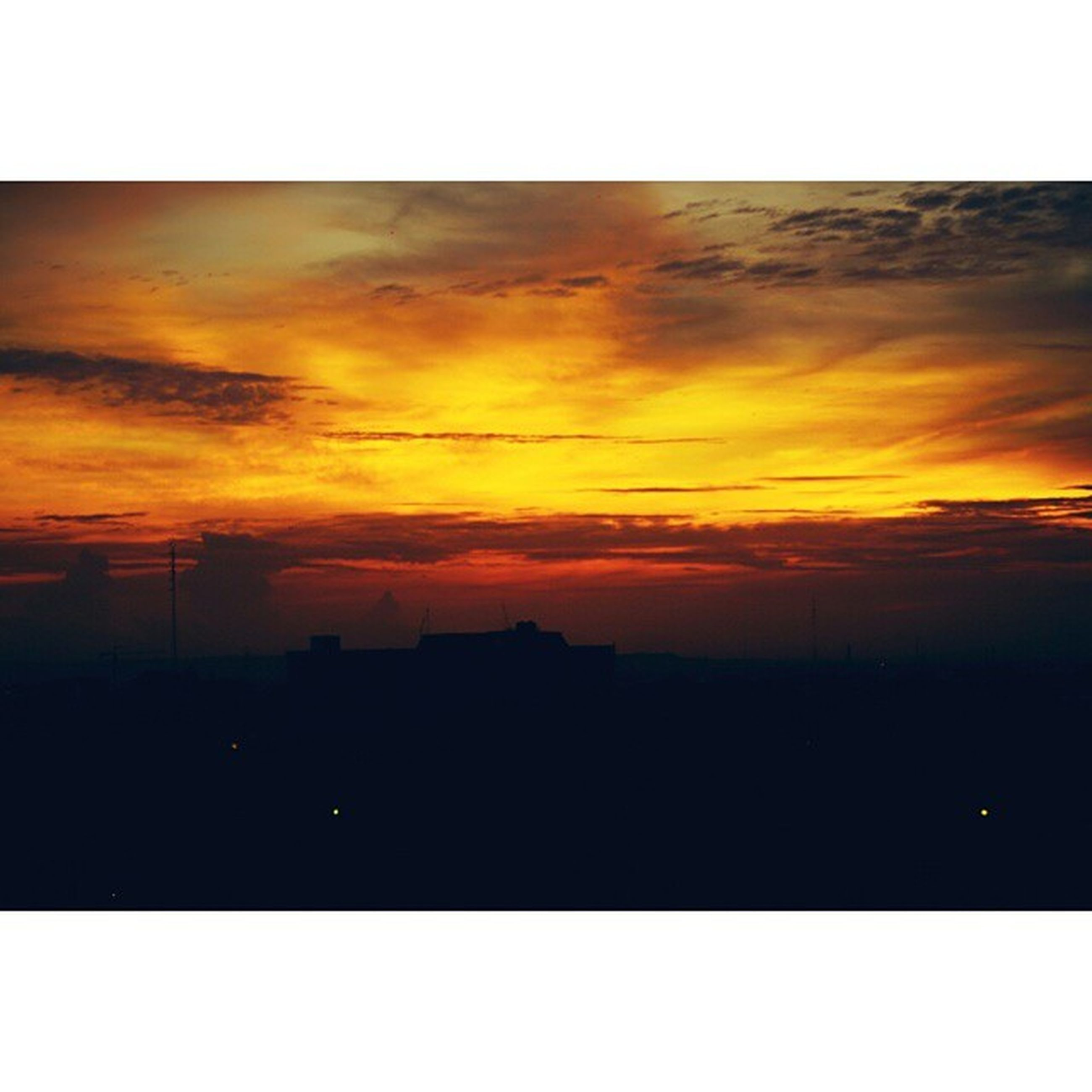 transfer print, sunset, silhouette, auto post production filter, orange color, sky, scenics, beauty in nature, tranquil scene, tranquility, nature, dramatic sky, cloud - sky, dark, idyllic, copy space, moody sky, landscape, cloud, outdoors