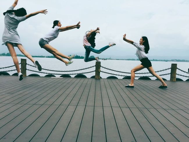 Friends Jump Happy People 荷花杯!