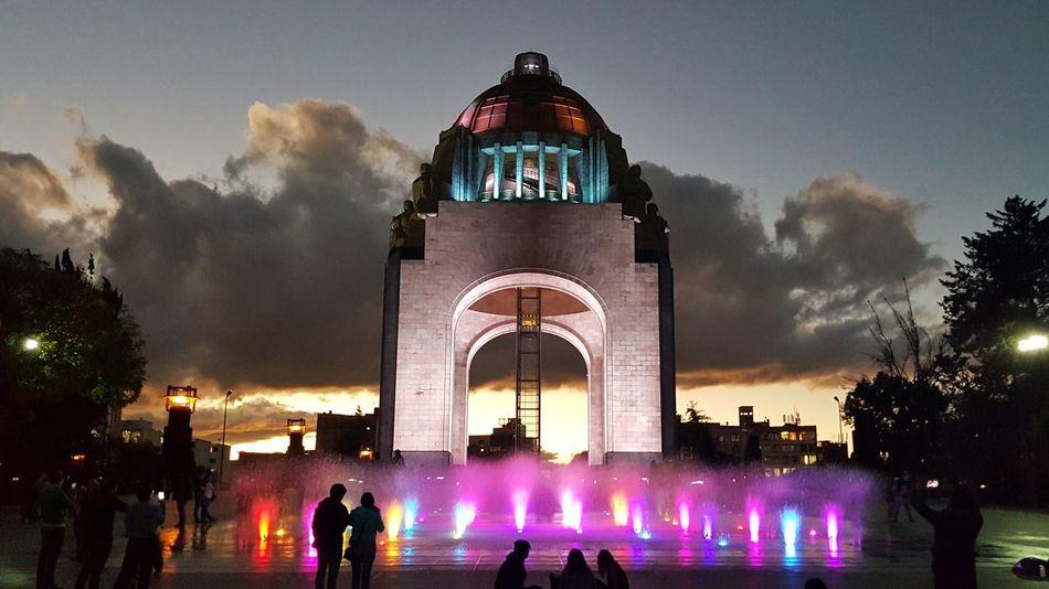 Amor inocultable. Monumento A La Revolucion Ciudad De México Atardecer