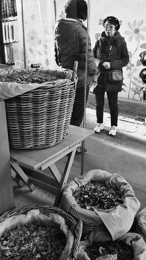 Cute Woman Tea Leaves Baskets Tea Shop Insadong Seoul South Korea Autumn2014 Travel Photography Streetphotography