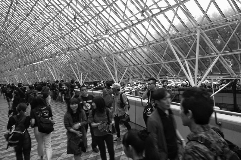Many People Many Umbrellas Before Concert People Watching People Photography Architecture Geometric Architecture Geometric Shapes Vanishing Point Perspective Tokyo Snapshot Black And White Monochrome People Capture The Moment People And Places EyeEm Best Shots EyeEm Best Shots - Black + White at 東京ドーム Tokyo Dome Tokyo,Japan