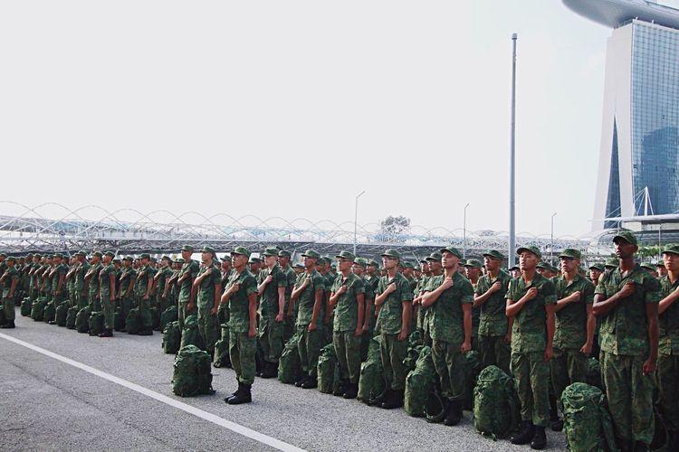 Beautifully Organized Singapore National Service Conscription Pledge Passingoutparade Graduation Military Training Course Marinabayfloat