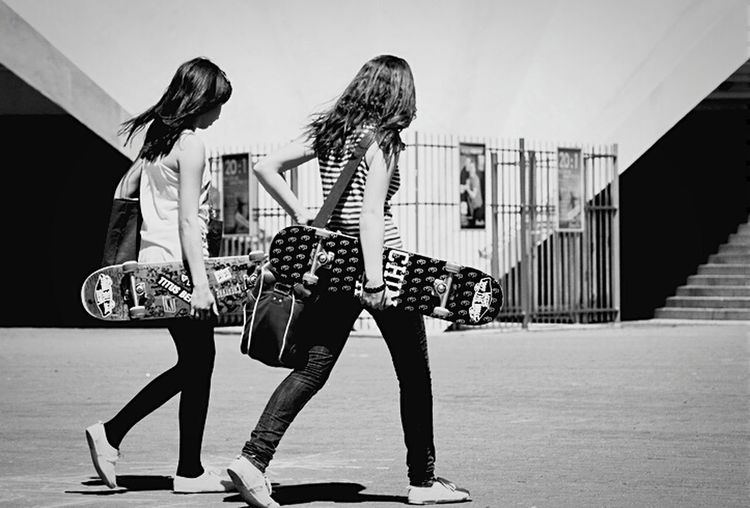 Skateboarding Girls Street Blackandwhite Skateboard Black & White Skategirls Bags