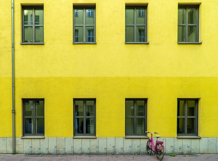 Street Architecture Reflection Summer In The City City Bike City Life Backyard Building Bicycle Window Day Outdoors Yellow Transportation Side By Side No People Pink Bike Bicycle Rack Building Exterior Residential District Built Structure Glass - Material Pink Bicycle Mode Of Transportation Lifestyles Krull&Krull Architecture