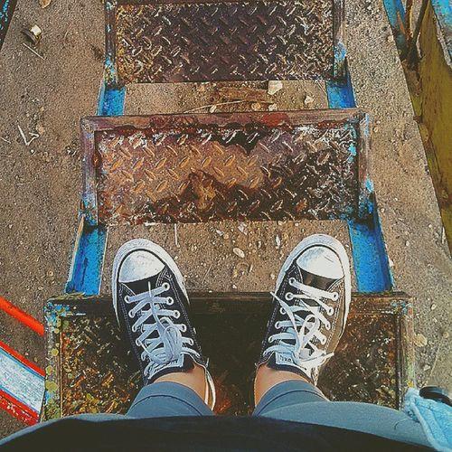 Pegang tanganku, jangan terlalu erat. Aku ingin seiring, bukan digiring. [Dee] . Feetinframe Converse Ootd Sneakers FotoKakiGw IronLadder OldLadder Love Like4Like Tag4Like