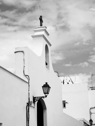 Architecture Church Tower Bell Black And White No People Tourism Travel Destinations EyeEm Selects City Sky Architecture Building Exterior Cloud - Sky Sculpture