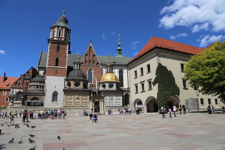 2004 - krakow, wawel castle, wawel cathedral, view of buildings against sky in city