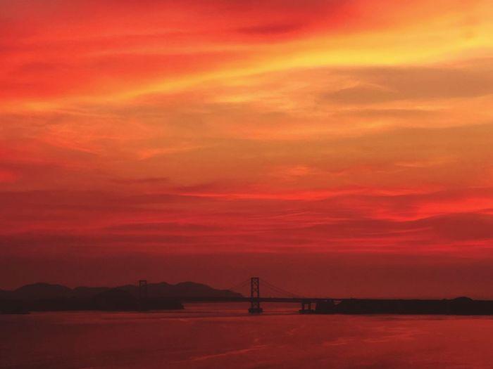 あちらに見えますのが鳴門大橋でございま~す💁♂️ 2枚目 Onaruto Bridge Sky Sunset Beauty In Nature Scenics - Nature Cloud - Sky Orange Color Tranquility Water Outdoors Sea Dramatic Sky Romantic Sky