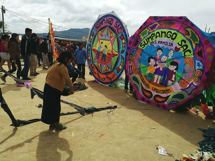 Guatemalaimpresionante Arts Culture And Entertainment Flying A Kite Giants Kite