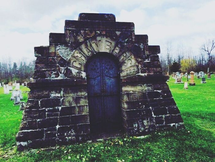 Architecture Building Exterior Outdoors No People Architecture Architecturephotography Historical Building Travel Destinations Filterphotography Built Structure Artistic Freedom Photography Graveyard Beauty Graveyard Chamber