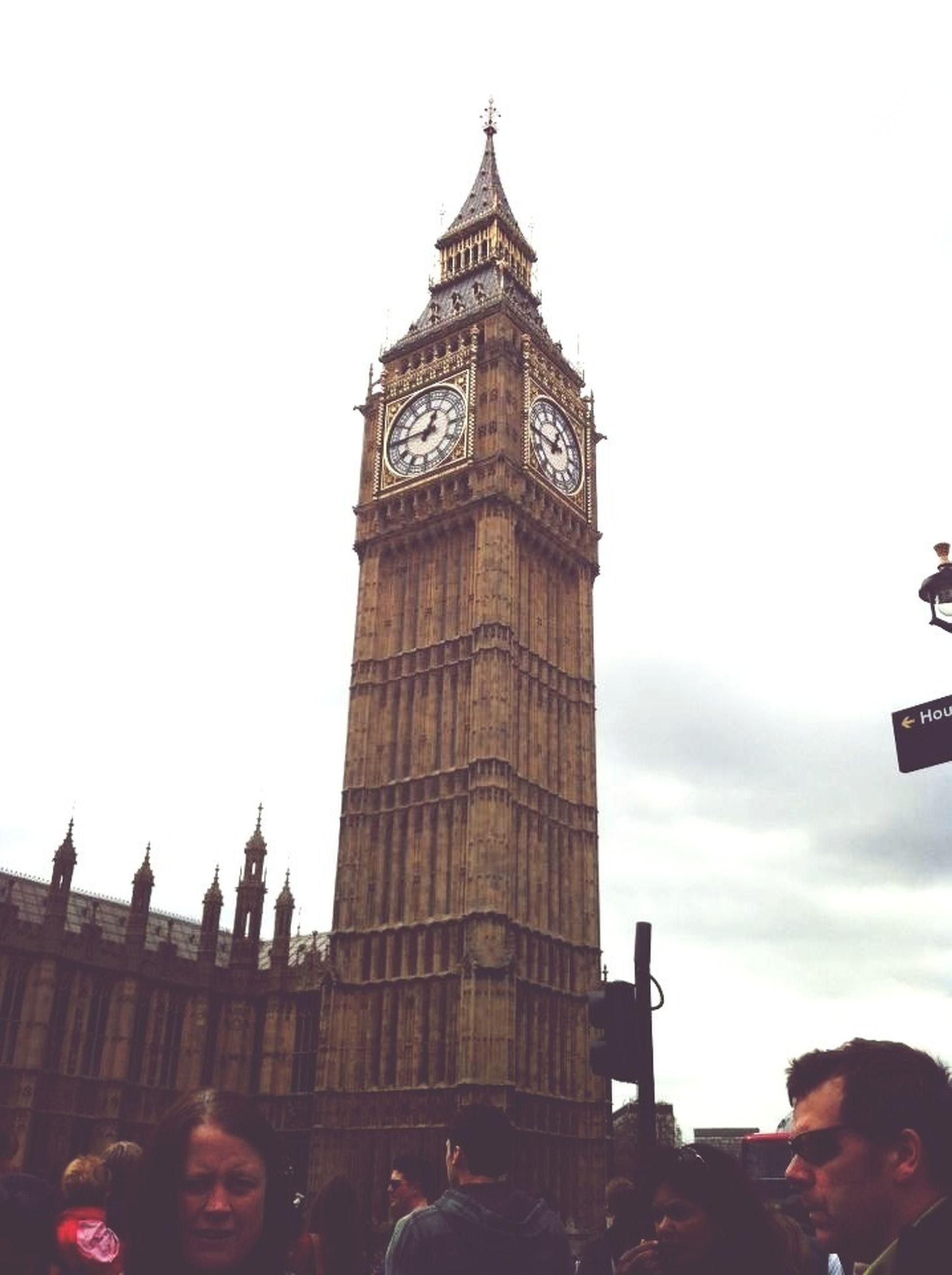 architecture, built structure, building exterior, famous place, travel destinations, international landmark, tower, tourism, low angle view, tall - high, capital cities, travel, clear sky, clock tower, city, history, sky, big ben, large group of people