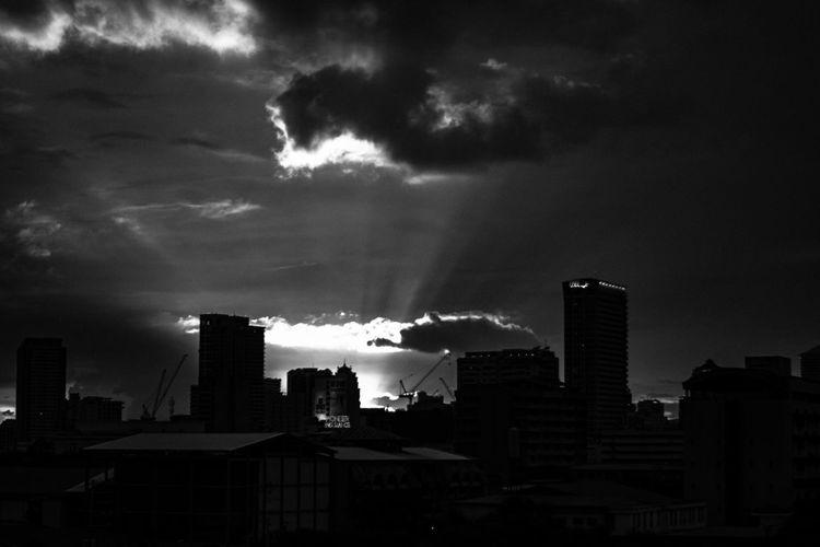 Setting Sun Blackandwhite Blackandwhite Photography Clouds Eye4photography  EyeEm Best Shots EyeEm Gallery Eyeem Philippines Light Perspectives Sky Sunset Through The Lens Urban Jungle Urban Landscape Urban Landscapes Urbanphotography