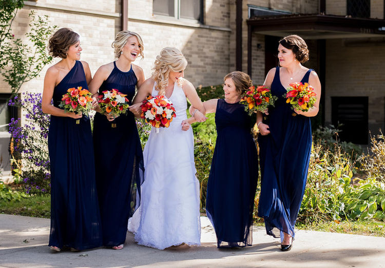 Having fun with the bridesmaids 😄 Photography Photographer Wedding Wedding Photography Wedding Weddingparty Weddingphoto Wedding Photography Wedding Happiness Togetherness People