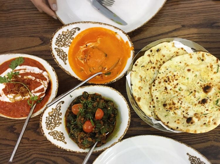 Food And Drink Food Freshness Ready-to-eat Table High Angle View Indoors  Vegetable Serving Size Bowl Plate No People Day Indian Cuisine Naanbread