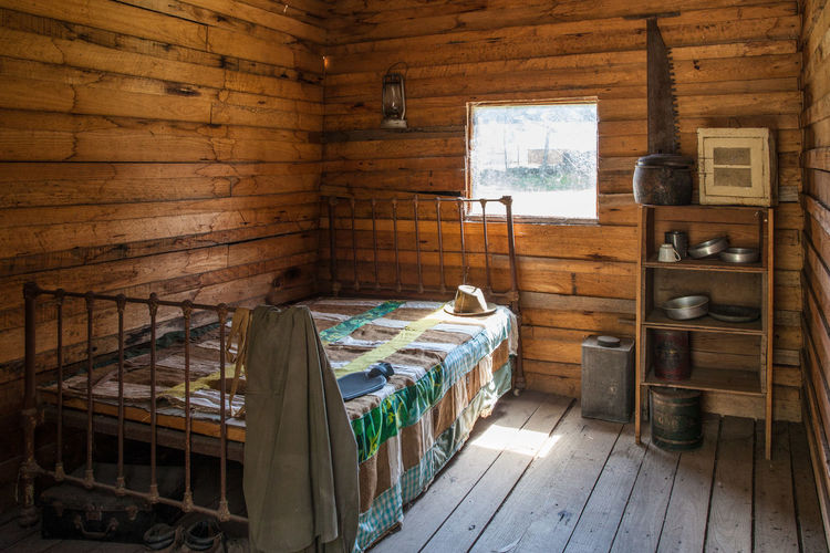 Vintage lumberjack cabin interior - bed, shelf, and kitchen utensils Bed Retro Worker Architecture Cabin Day Domestic Room Home Interior Hut Indoors  Logging Cabin No People Old Rural Scene Rustic Shed Vintage Window Wood - Material