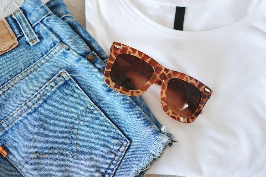 Classy Fashionblogger Olitangerine Spring Simplicity Shorts Levis Brylove Sunglasses
